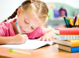 Nauka pisania. Zaczynamy od pisania swojego imienia