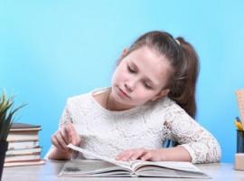 Roztargnione dzieci i nauka online