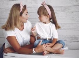 Jak zachęcić dziecko do rozmowy: 63 zabawne pytania