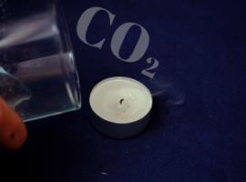 Czy zgaśnie świeczka pod wpływem działania dwutlenku węgla
