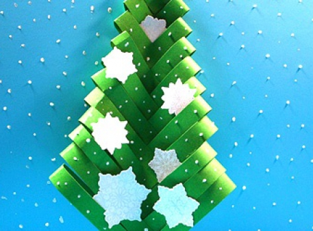 Papierowa choinka: prosta ręcznie zrobiona ozdoba świąteczna