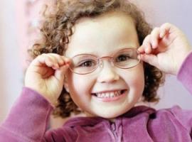 8 prostych rad, jak zapewnić dziecku zdrowy wzrok