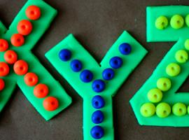 Alfabet: łączymy właściwości klocków lego i plasteliny