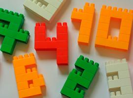 Jak układać liczby z klocków Lego i bawić się nimi