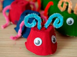 Gąsienice z opakowań do jaj: projekt dla najmniejszych