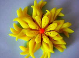 Co wyjdzie, jeśli pokroimy kawałek plasteliny? Objętościowy kwiatek!