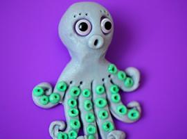 Ośmiornica – rzeźba dla dzieci, wykonana z plasteliny