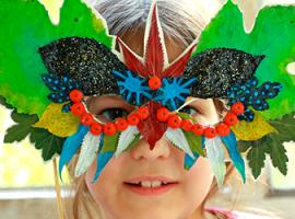 Dary jesieni: maska z pokolorowanych liści