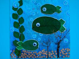 Na dnie rzeki: kompozycja z wykorzystaniem liści orzecha