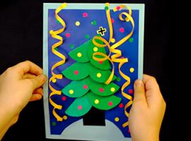 Aplikacja albo pocztówka ze świąteczną choinką
