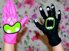 Ruchome potworki z gumowych rękawiczek domowych