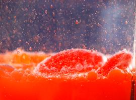 Eksperyment z wodą i olejem: płyny niemieszalne
